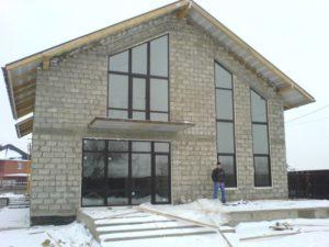 Коттедж с большими окнами